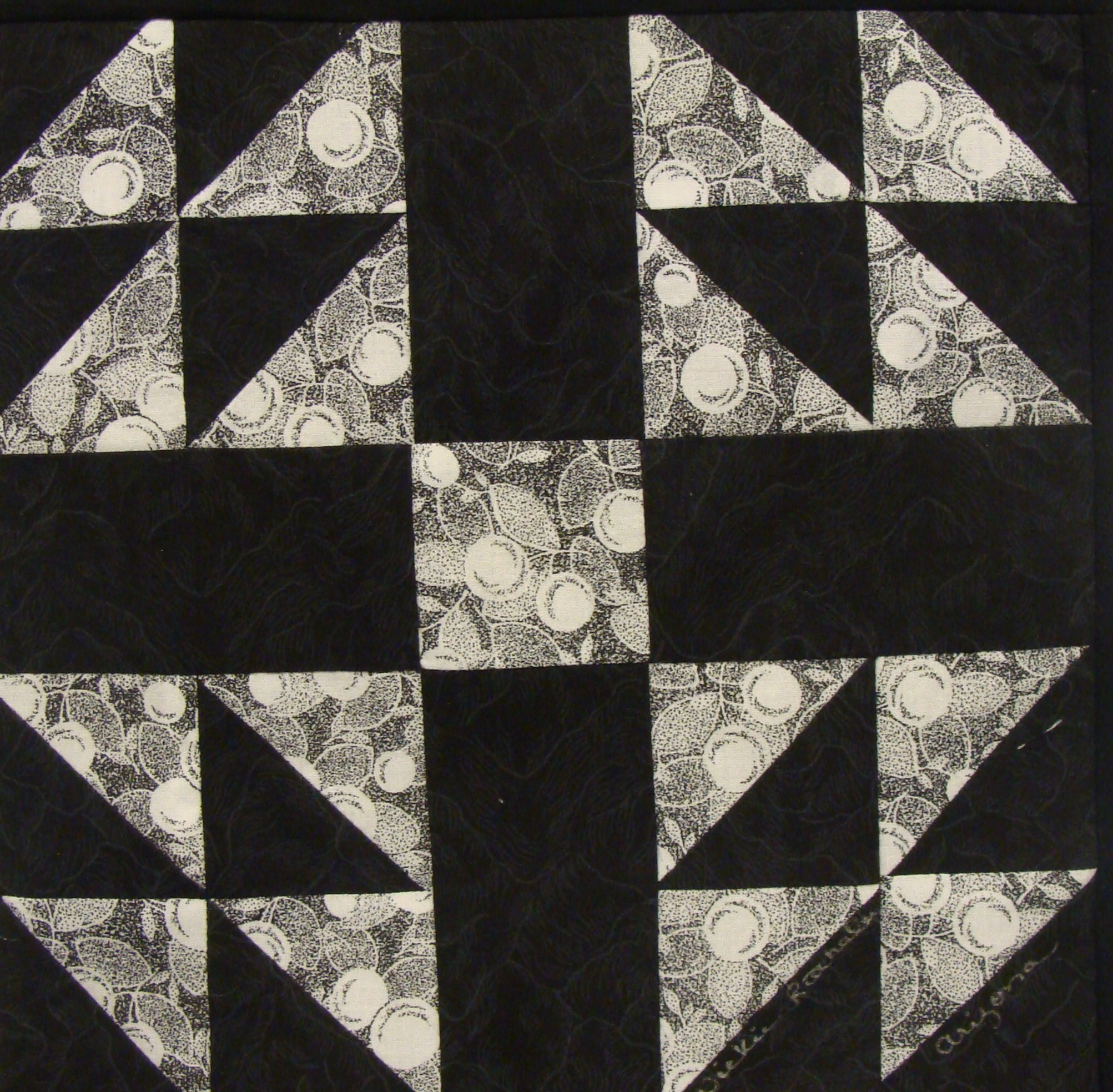 black quilts blog pamelas h crosshatch pamela calle quilt s lisa curved